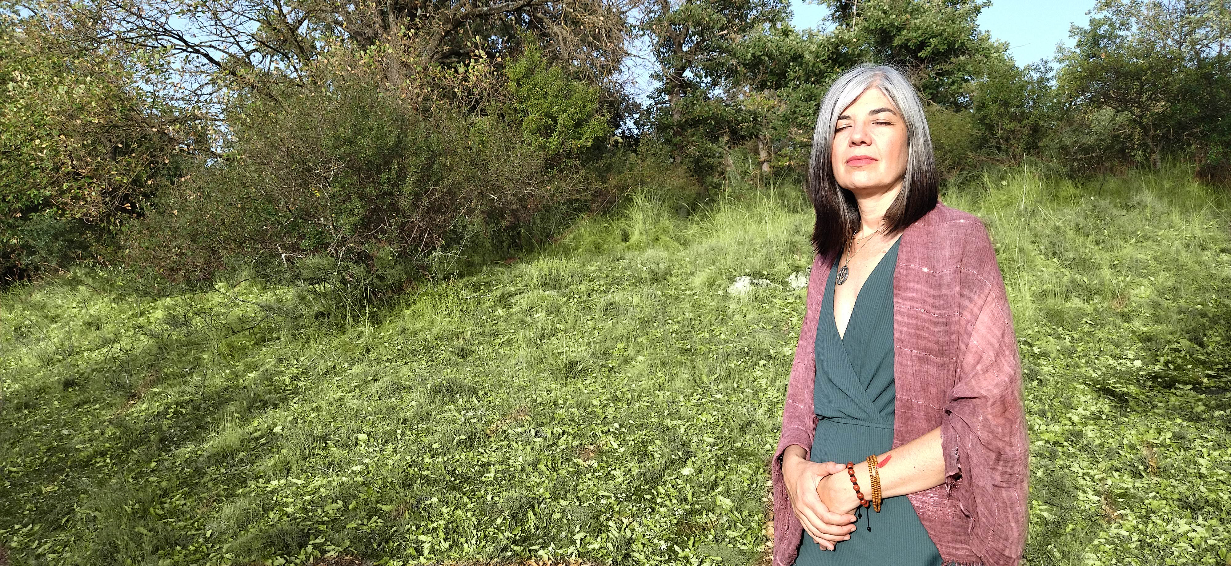 Mónica Manso meditando